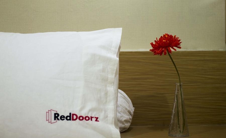 RedDoorz Taman Kebon Sirih Jakarta - Kamar tamu