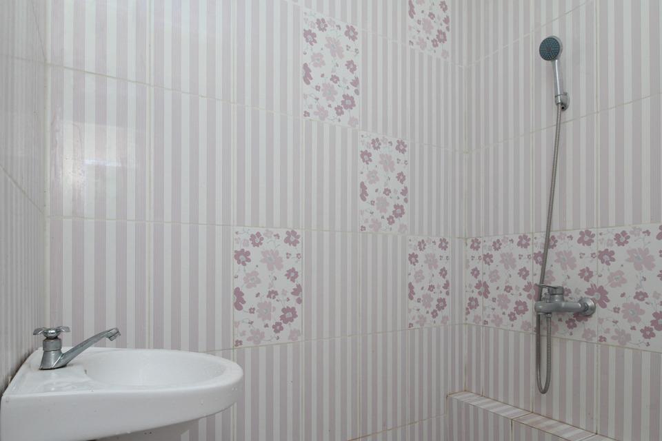 Airy Eco Sumber Pleret Raya Solo - Bathroom