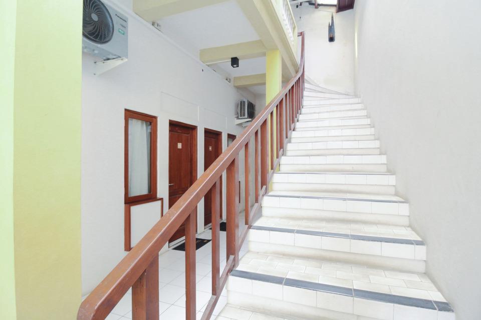 Airy Stasiun Semarang Tawang Letjen Suprapto 44 Semarang - Stairs