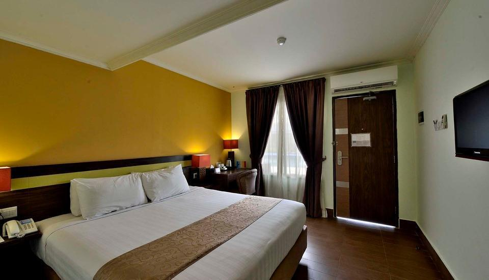 Hotel Dafam Cilacap - Deluxe Room Shocking Room Promo