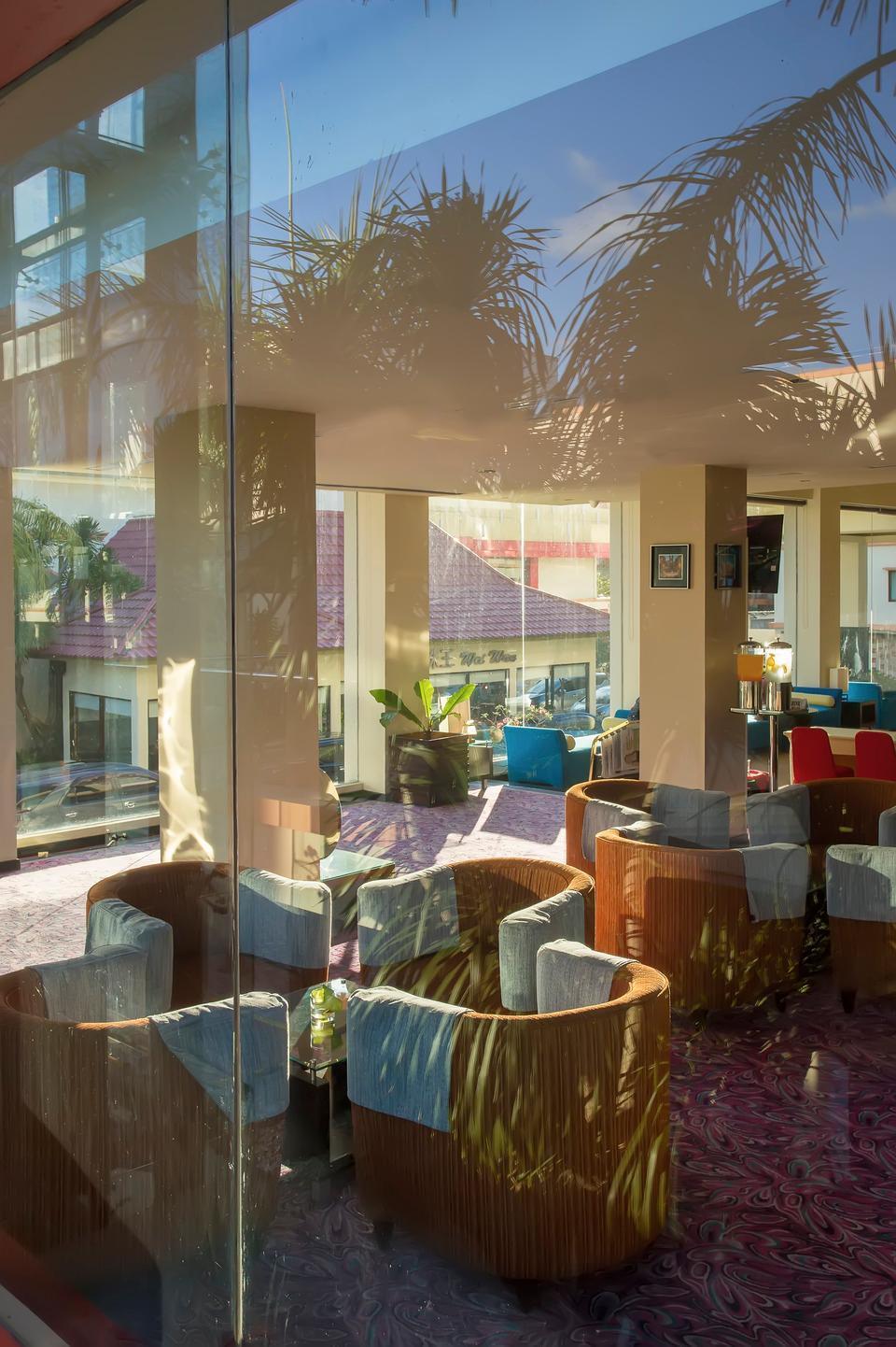 Swiss-Belhotel Silae Palu - Lobby Lounge From Outside