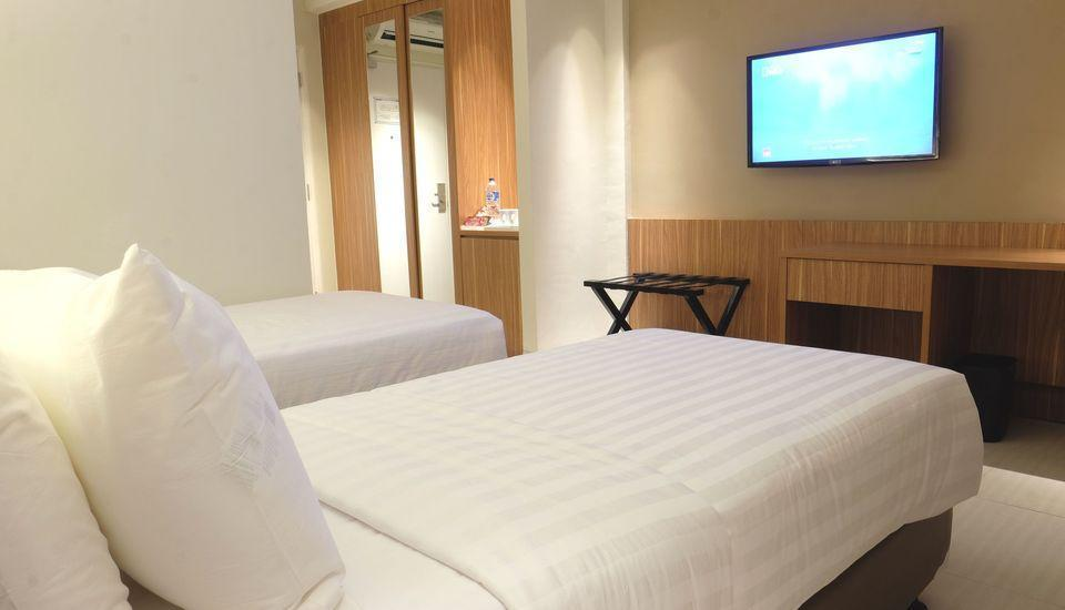 Astara Hotel Balikpapan - Twin Bedroom