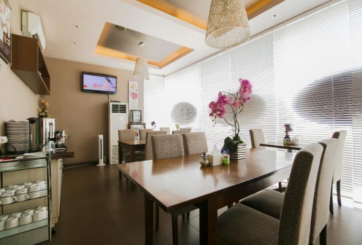 Hotel Emerald Surabaya - room
