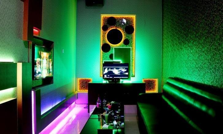 Green Tropical Village Hotel & Resort Belitung - Ruang karaoke