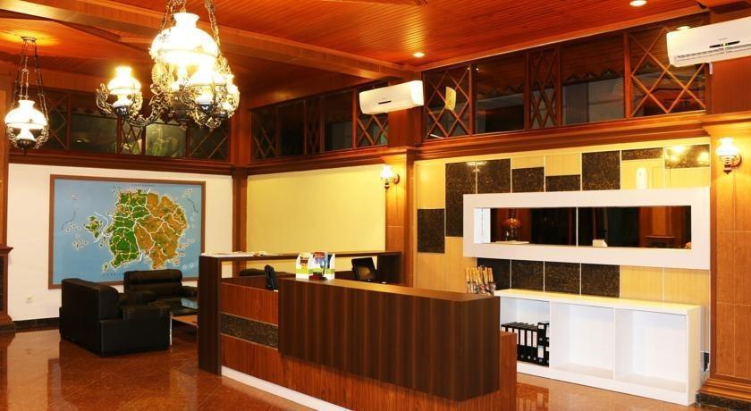 Green Tropical Village Hotel & Resort Belitung - Resepsionis