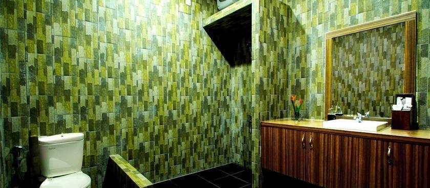 Green Tropical Village Hotel & Resort Belitung - Kamar mandi