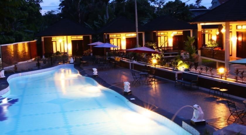 Green Tropical Village Hotel & Resort Belitung - Kolam Renang
