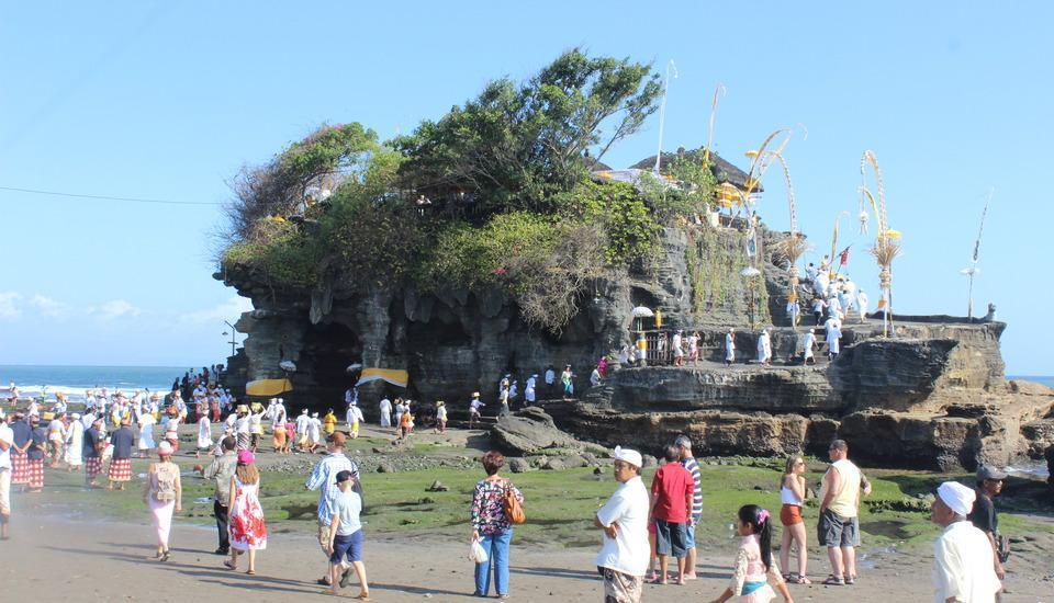 Natya Hotel Tanah Lot - Pura Tanah Lot merupakan salah satu Landmark Pulau Dewata.