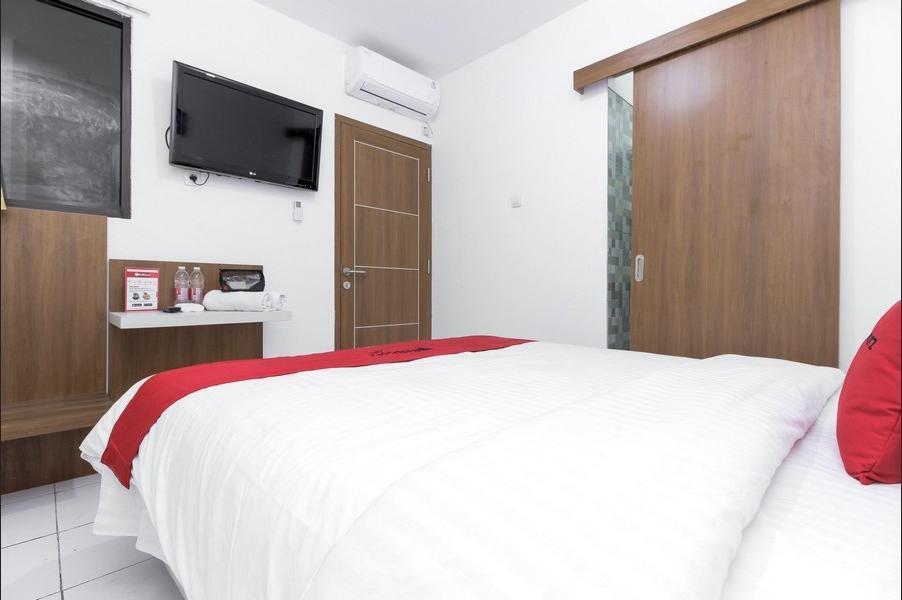 RedDoorz near Mall Of Indonesia Jakarta - RedDoorz Room with Breakfast Regular Plan