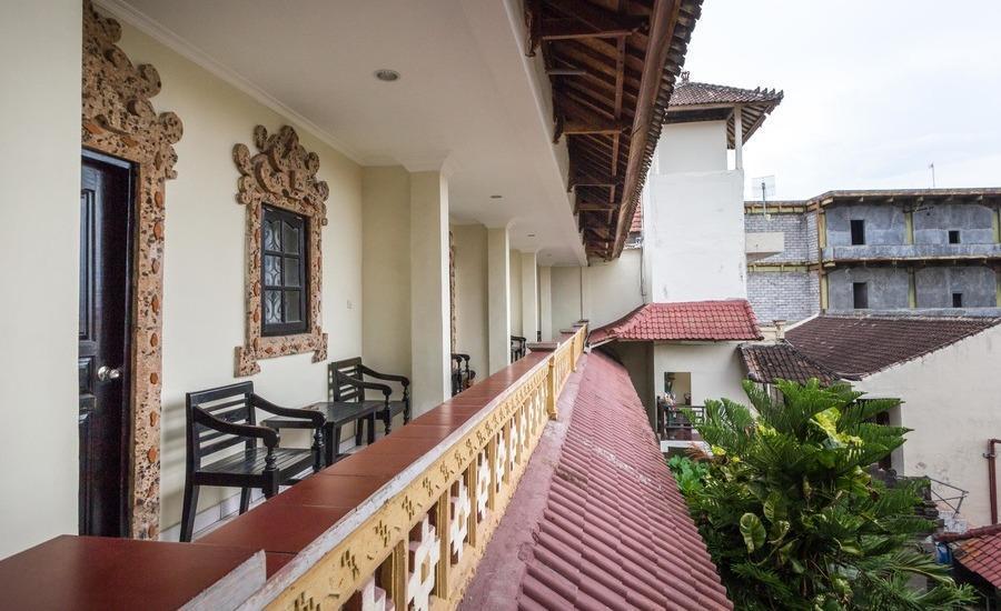 RedDoorz near Ground Zero Legian 2 Bali - Balkon