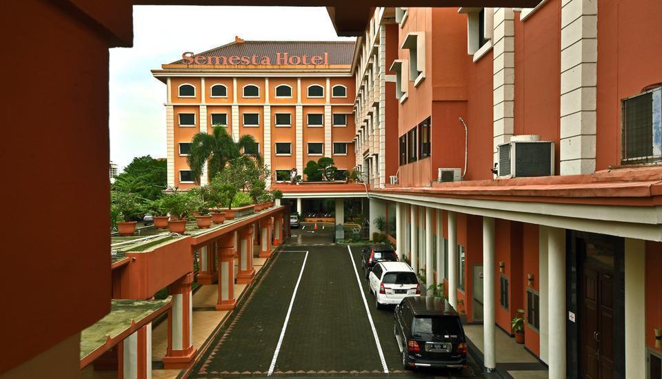Semesta Hotel Semarang - Tampilan Luar Hotel