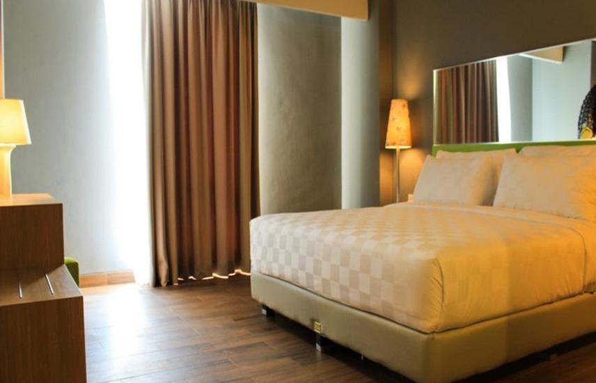 Pesonna Hotel Semarang - Deluxe Queen Room Only Regular Plan