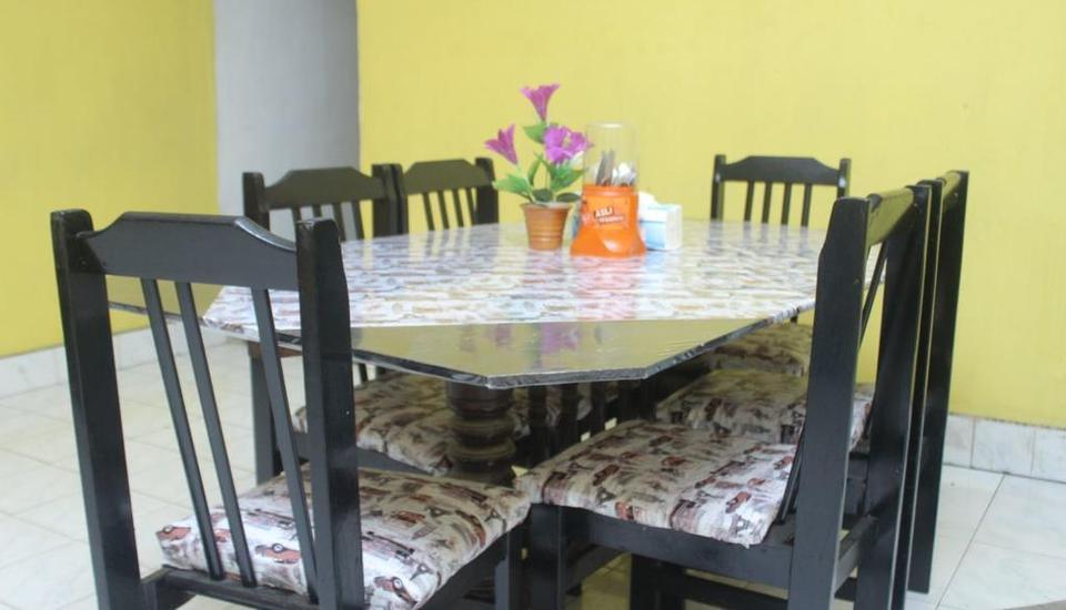 Kualanamu Guest House Medan - Ruang Makan