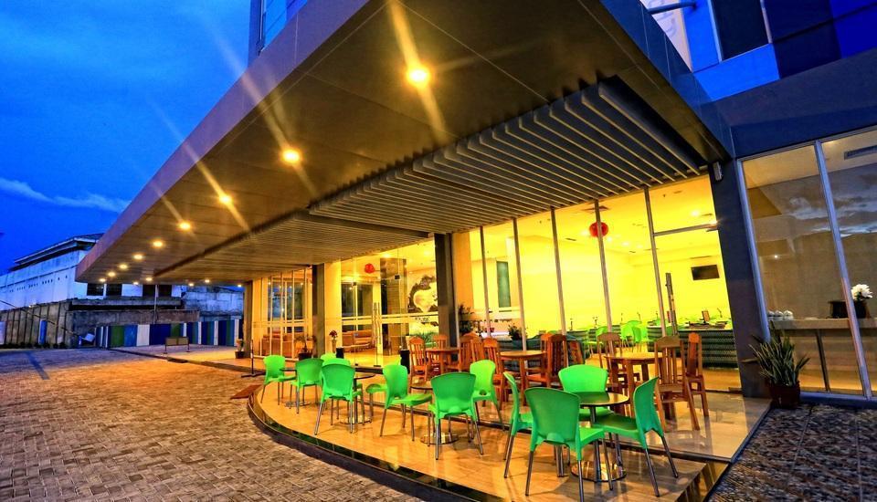 Hotel Roa Roa Palu - Teras hotel, dapat bersantai dan menikmati kopi dan teh