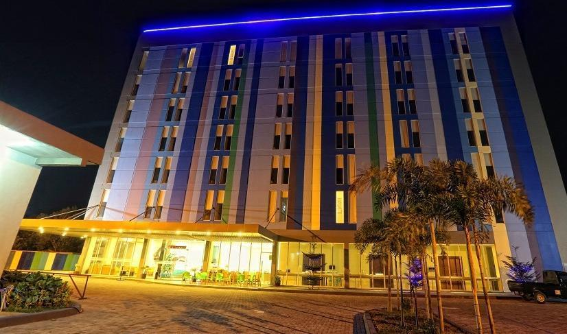 Hotel Roa Roa Palu - Tampak depan gedung hotel
