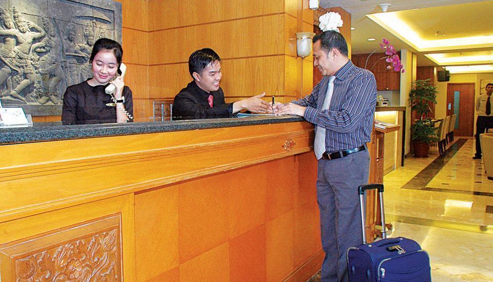 Cemara Hotel Jakarta - Resepsionis
