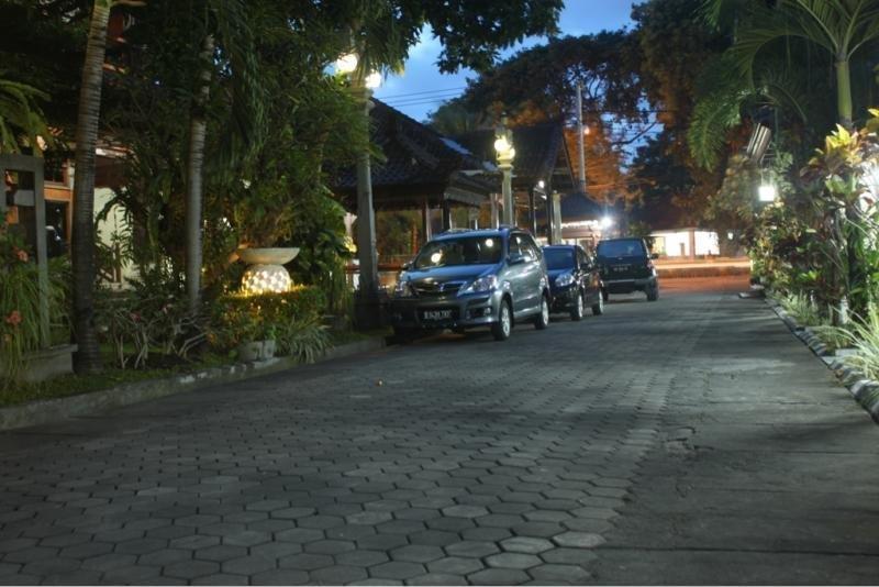 Hotel Ratu Bali - Parking 2