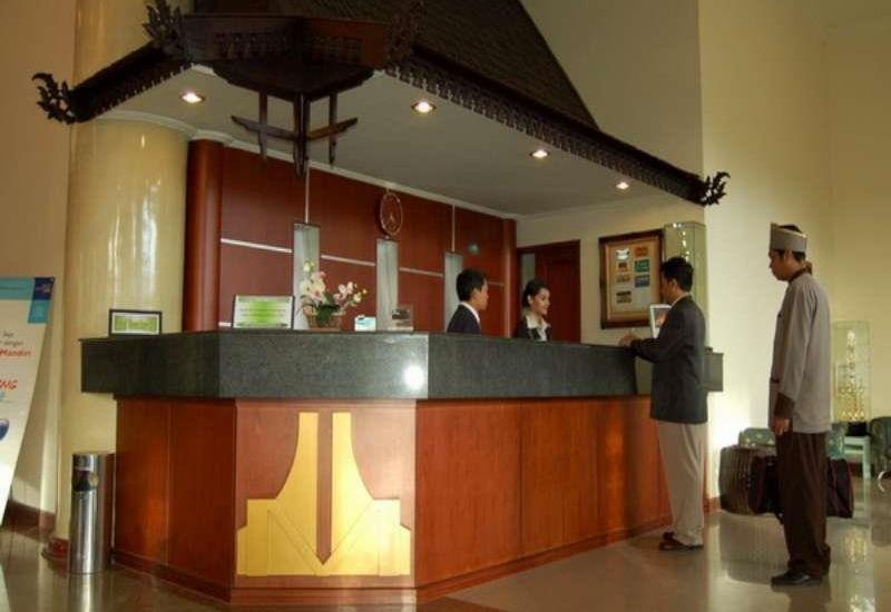 Hotel Grand Mentari Banjarmasin - Receptionis