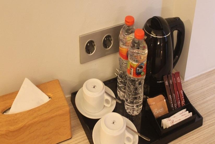 Burza Hotel  Yogyakarta - Coffee Maker