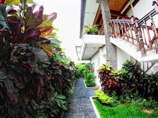 Batu Belig Hotel Bali - Garden