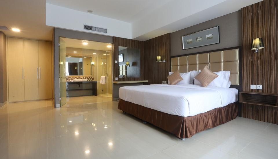 Travello Hotel Bandung - Suites Room With Breakfast Regular Plan