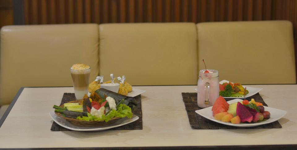 Kedaton Hotel Bandung - Food & Beverages
