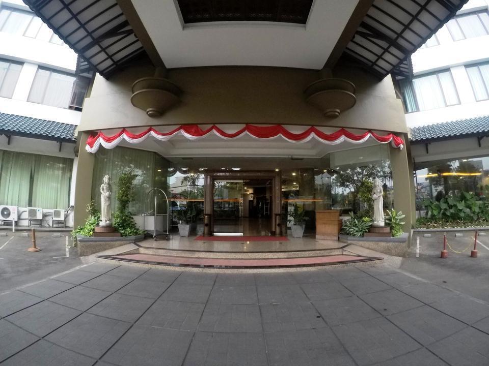 Kedaton Hotel Bandung - Front view