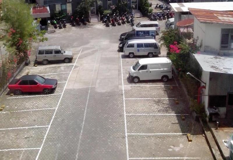 Hotel Pacific Balikpapan - Parking Area