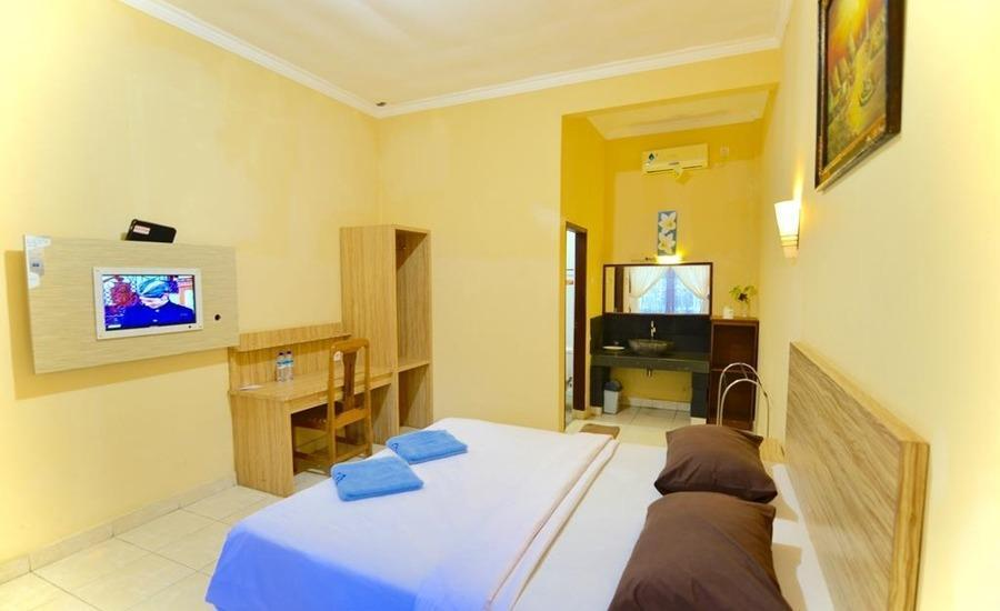 Transit Inn Hotel Senggigi - Standard Room Only Basic Deal 37%