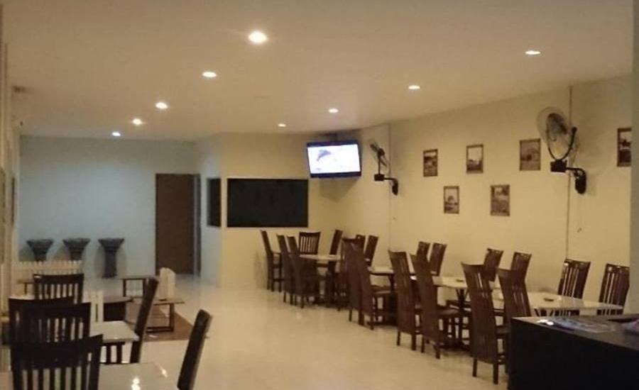 De Ritz Hotel Surabaya - Ruang makan