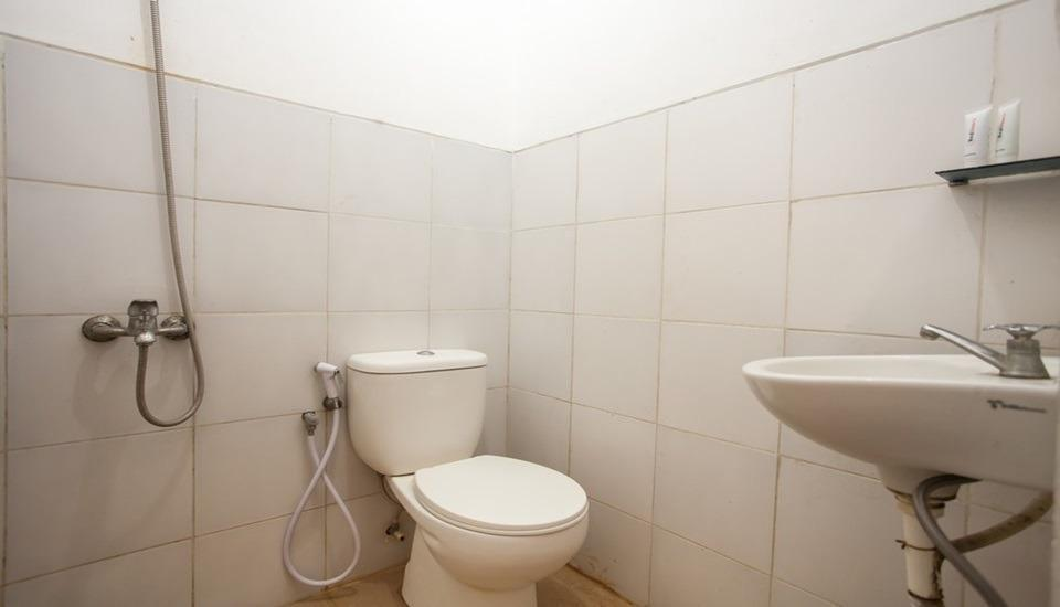 De Ritz Residence Surabaya - Bathroom