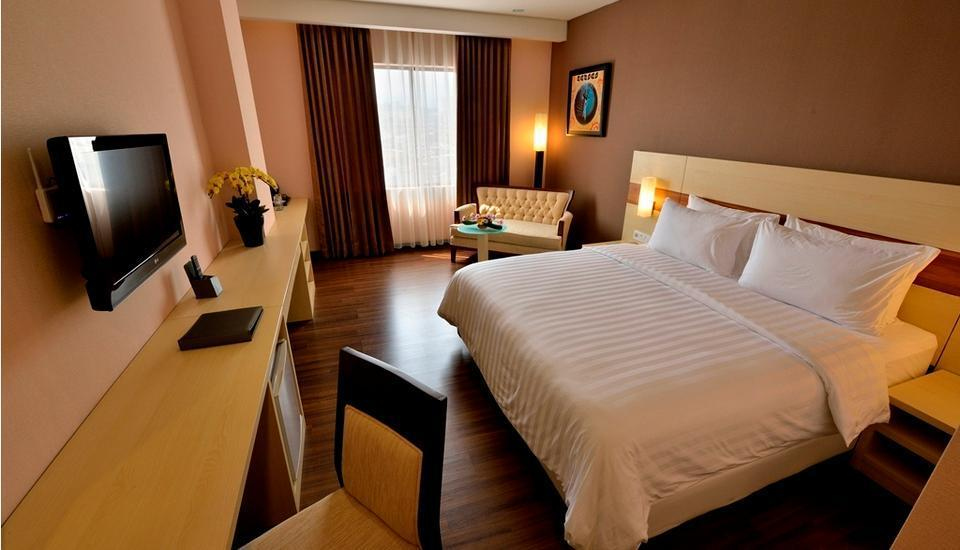 Hotel California Bandung - Deluxe King With Breakfast Regular Plan