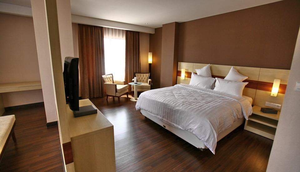 Hotel California Bandung - Suite King With Breakfast Save 10%, Free airport transfer (pick up)