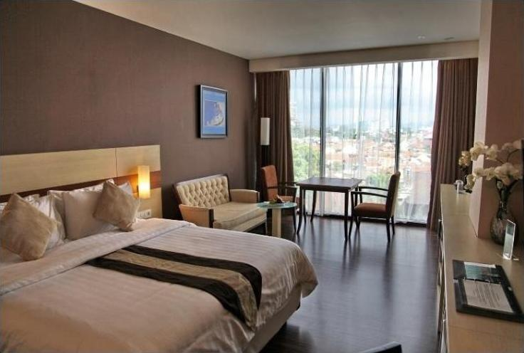 Hotel California Bandung - Executive King With Breakfast Save 10%, Free airport transfer (pick up)