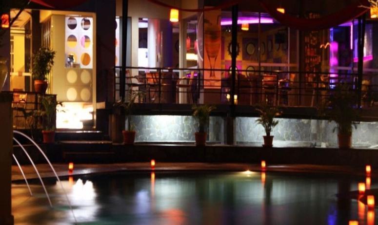 Grand Suka Hotel Pekanbaru Pekanbaru - Kolam Renang