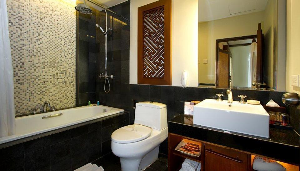 Kuta Seaview Hotel Bali - Premier Deluxe Cottage Bathroom
