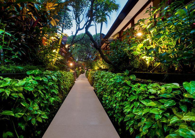Kuta Seaview Hotel Bali - Pathway Garden