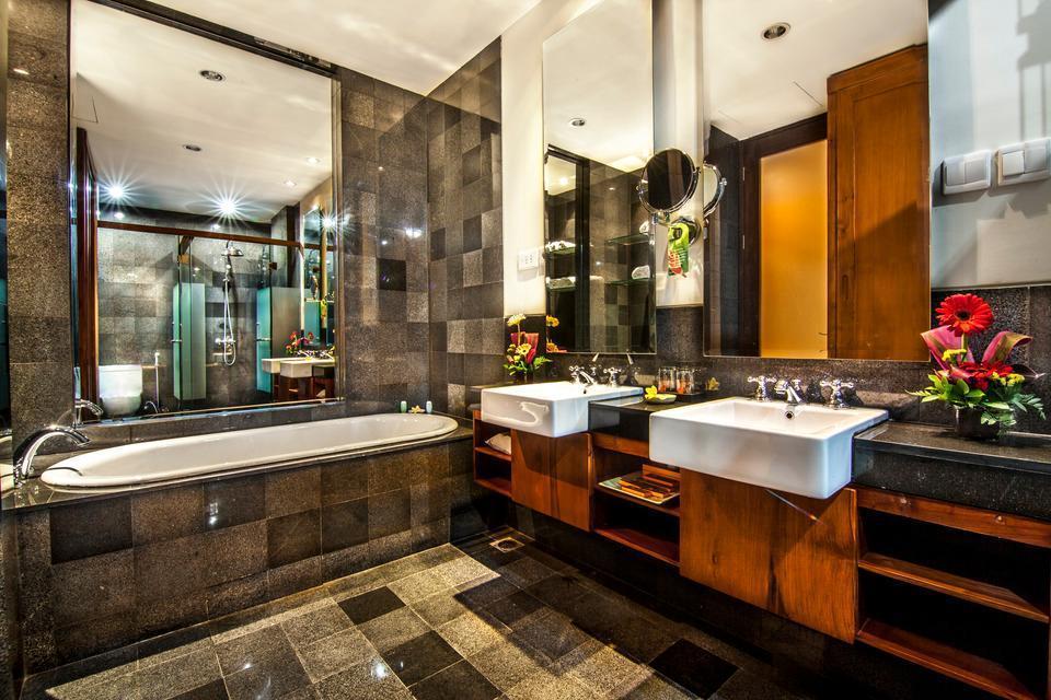 Kuta Seaview Hotel Bali - Family Room's Bathroom
