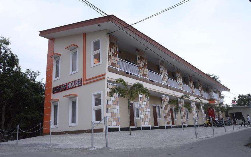 DENOFE HOUSE Cirebon - Exterior