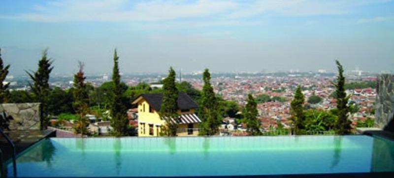 Rumah Teras Pavilion Guest House Bandung - Kolam Renang
