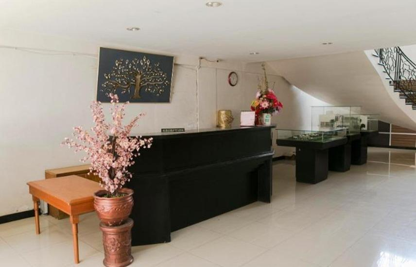 Rolling Stone Hotel Surabaya - Lobi