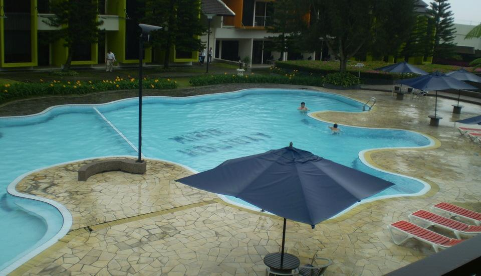 Mikie Holiday Resort Medan - Kolam Renang
