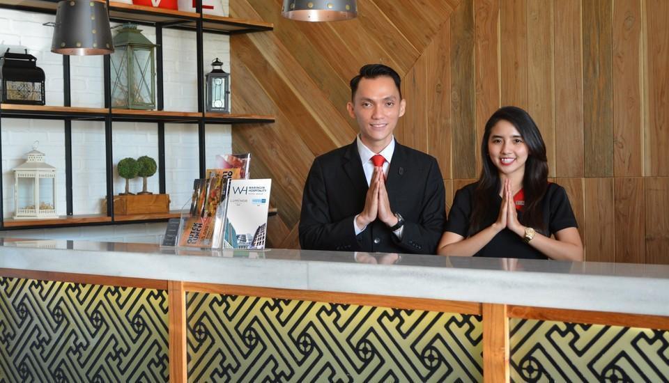 Luminor Hotel Surabaya - Receptionist