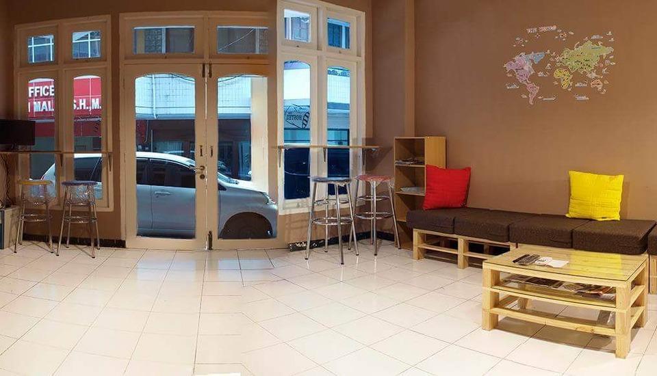 The Hostel Surabaya - Lobby