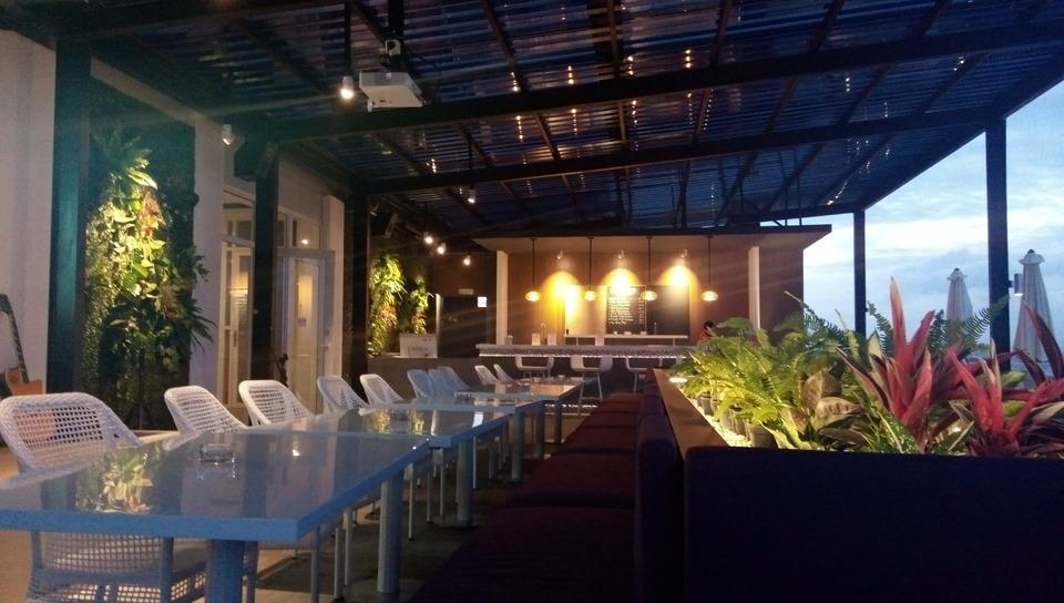 Front One Hotel Pamekasan Madura Madura - Sky lounge