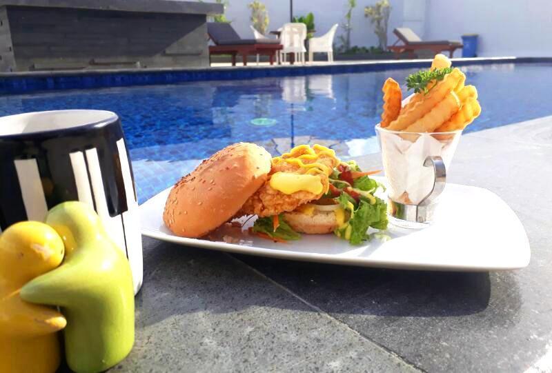 Front One Hotel Pamekasan Madura Madura - Burger ayam crispy