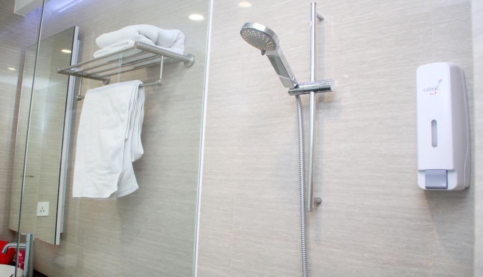 ZenRooms Kusuma Bangsa Surabaya - Kamar mandi