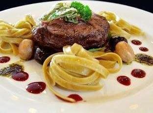 Fame Hotel Serpong - Food
