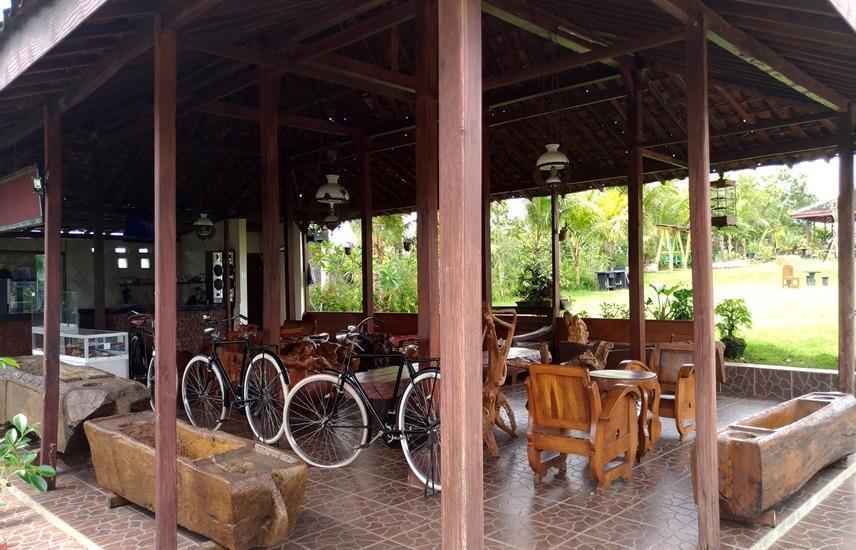 Azana Green Resort Pracimantoro Solo - Interior
