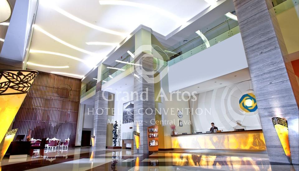 Hotel Grand Artos Magelang - Lobby Entrance